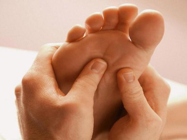 Luuhaigus ja jala liigesed Varvides jalgade jalgsi