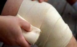 Kasi valutab pintsli kohal Haigete liigeste geel