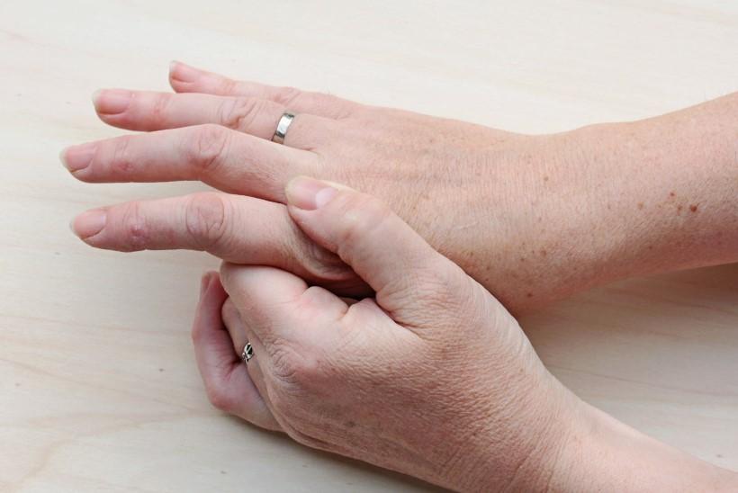 Spioodid ja valu liigese Valu liigesed eakatel