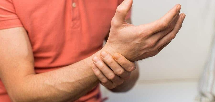 Hakkas haarama liigese sormega